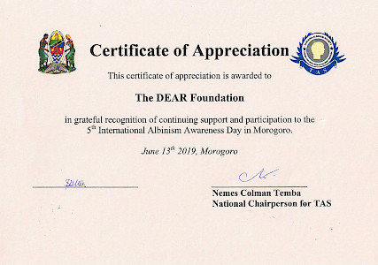 Morogoro, Tansania - The DEAR Foundation was grateful to participate and support the 5th International Albinism Awareness Day held on June 13th 2019 in Morogoro. The conference was hosted by our project partner Tanzanian Albinism Society, which aims to empower and protect people with albinism.